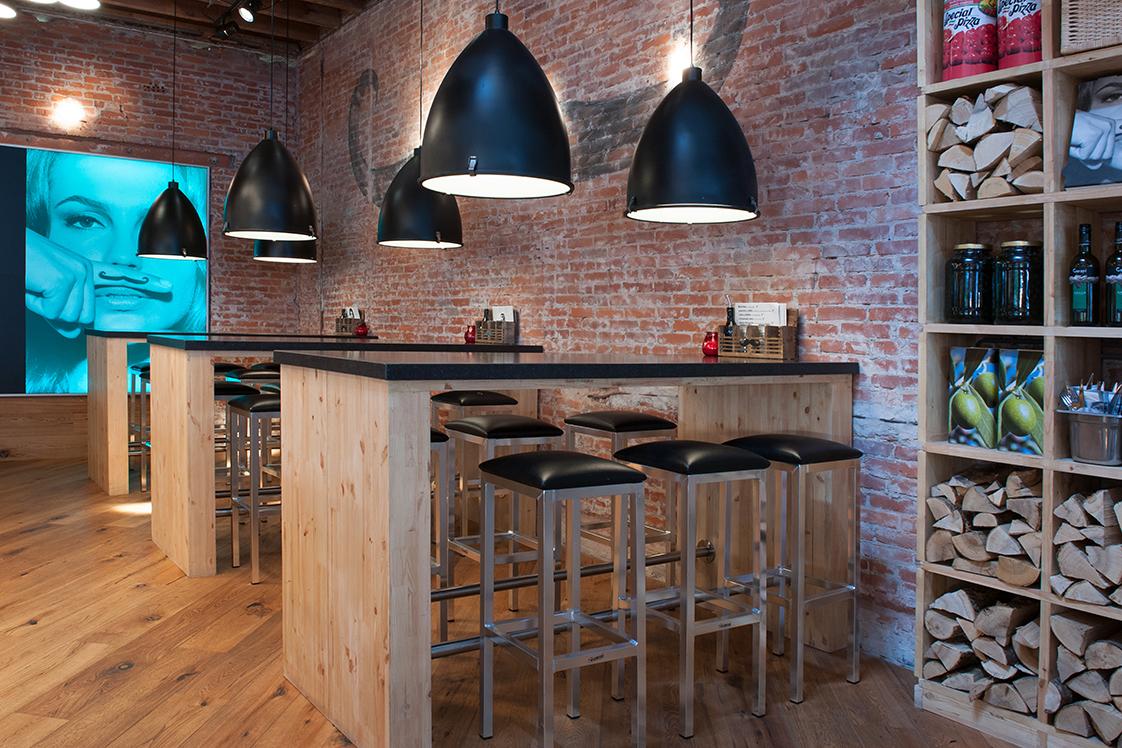 tafels metaal en hout